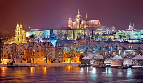 accessible-holidays-enable-holidays-cities-things-to-do-in-cities-city-breaks-disabled-holidays-prague-prague-castle-unesco-world-heritage-medieval-castle-snow-winter