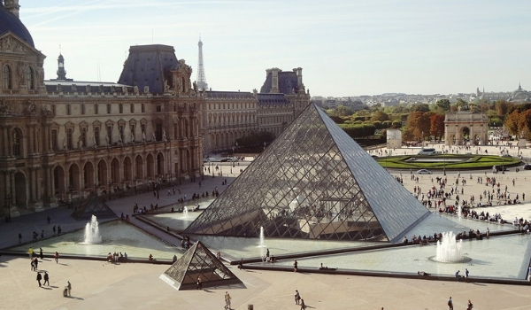 accessible-holidays-enable-holidays-cities-things-to-do-in-cities-city-breaks-wheelchair-users-paris-the-louvre-art-mona-lisa