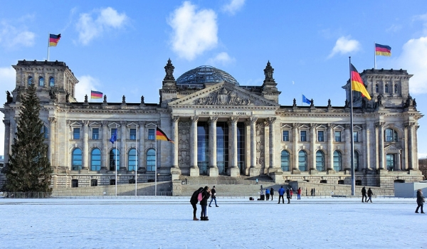 accessible-city-breaks-accessible-holidays-enable-holidays-find-the-winter-city-break-for-you-accessible-city-break-destinations-winter-berlin-accessible-berlin-snow-reichstag